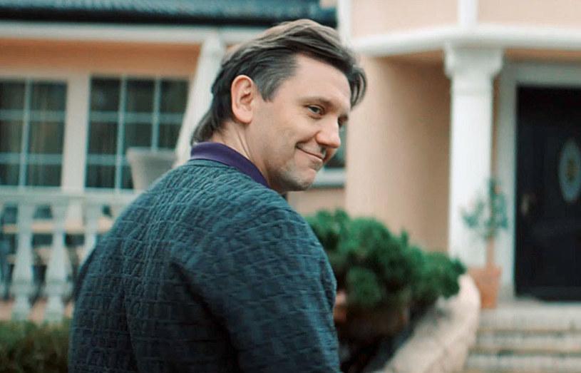 """W filmowej biografii Zenka Martyniuka w postać króla disco polo wciela się m.in. Krzysztof Czeczot. """"Dodałem do tej postaci coś, czego nie widać w mediach: zmęczenie, frustrację, złość. Ludzkie emocje"""" - zwierza się aktor."""