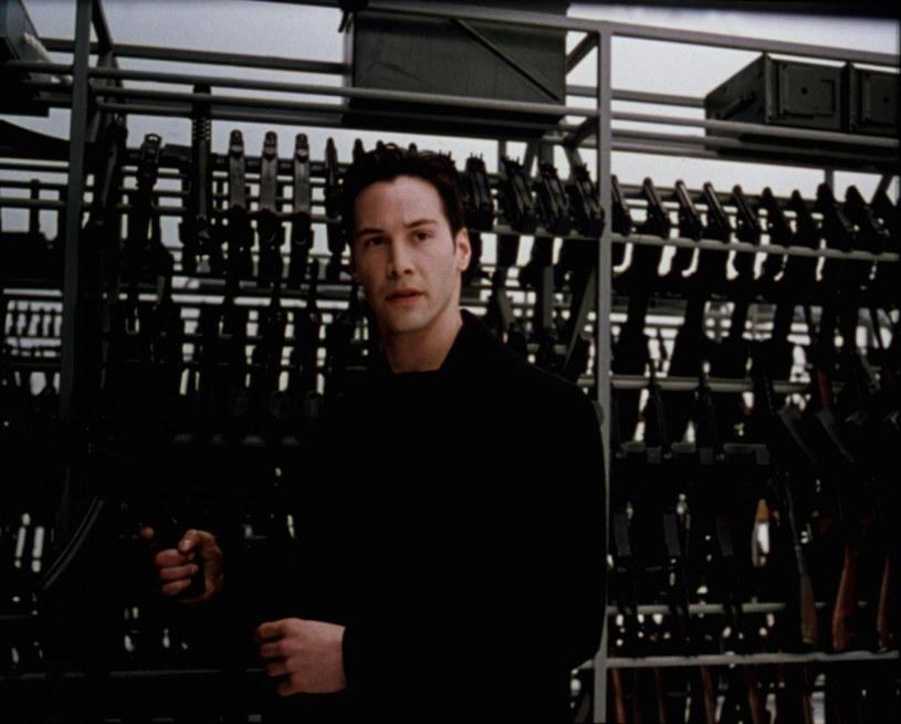 """""""Zrezygnowałem z 'Matriksa'. Wziąłem czerwoną pigułkę"""" - zwierzył się właśnie Brad Pitt. Gwiazdor nie żałuje tego, że nie zagrał w kultowym filmie. Uważa bowiem, że ta rola nie pasowała do niego, niezależnie od tego, jak dobrze wyglądałby w długim czarnym płaszczu."""