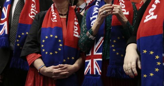 73 brytyjskich eurodeputowanych po raz ostatni zasiada dzisiaj w ławach europarlamentu. Tę pustkę wypełni 27 nowych eurodeputowanych, pozostałe 46 miejsc będzie przeznaczone dla państw, które ewentualnie dołączą w przyszłości do Unii Europejskiej.