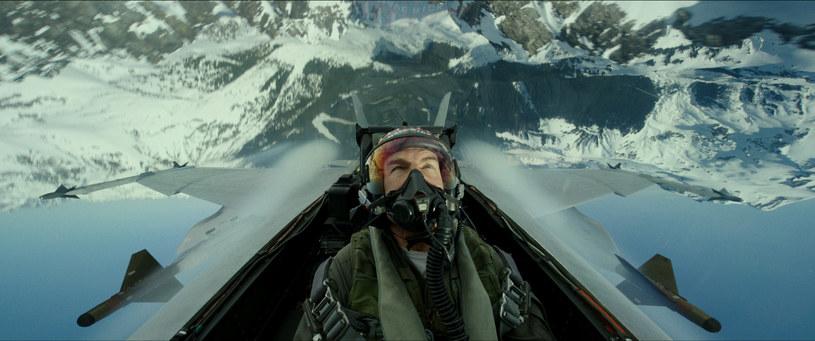 """Wchodzący do kin 24 czerwca tego roku """"Top Gun: Maverick"""" to jeden z najbardziej oczekiwanych filmów roku. Tom Cruise powróci w nim do roli pilota myśliwca Petea """"Mavericka"""" Mitchella, w którą wcielił się w pierwszej części """"Top Gun"""" w 1986 roku. Reżyser jej kontynuacji Joseph Kosinski w wywiadzie dla magazynu """"Entertainment Weekly"""" zdradził, czego można spodziewać się po jego filmie."""