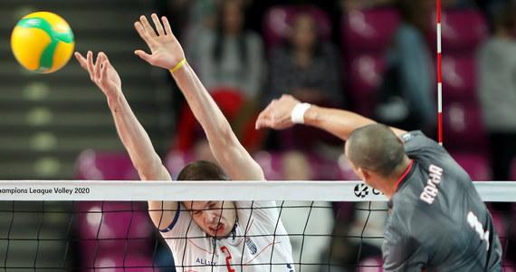 Siatkarze Vervy Warszawa Orlen Paliwa wygrali z Benficą Lizbona 3:0 (25:21, 25:13, 25:22) w meczu 4. kolejki Ligi Mistrzów. Wicemistrzowie Polski, którzy umocnili się na drugim miejscu w tabeli, mają w dorobku dwa zwycięstwa i tyle samo porażek.