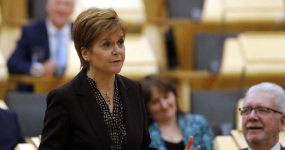 Szkocki parlament opowiedział się w środę za przeprowadzeniem nowego referendum w sprawie niepodległości Szkocji. Zdecydował też, że przed budynkiem parlamentu po brexicie wciąż będzie wywieszona flaga Unii Europejskiej.