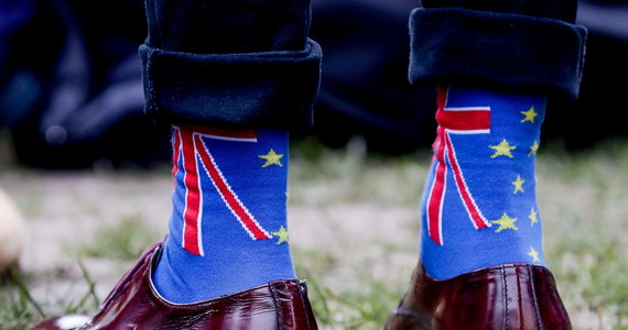A więc stało się! Po orgii referendum i trzyletniej ciąży, po negocjacjach z Brukselą zakończonych cesarskim cięciem, dziś o północy narodził się BREXIT. To dziecko jest wynikiem rozwodu Wielkiej Brytanii z Unią Europejską. Rzadki to przypadek narodzin w takich okolicznościach. Ale w tej opowieści brak precedensów. Trudno też przewidzieć, jaką zakończy się puentą? Brexit się rodzi, Europa truchleje. Generalnie, wielka karramba!