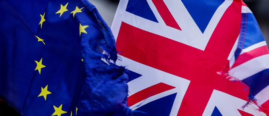 Wielka Brytania o północy czasu kontynentalnego z 31 stycznia na 1 lutego przestanie być oficjalnie członkiem Unii Europejskiej. Brexit będzie pierwszym przypadkiem wystąpienia któregoś z państw członkowskich UE. W efekcie Unia straci prawie 5,5 proc. swojej powierzchni, niemal 13 proc. ludności i drugą co do wielkości gospodarkę, która wytwarza 15 proc. unijnego PKB.