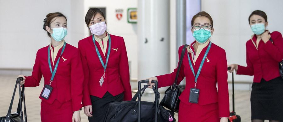 Liczba zakażonych koronawirusem w Chinach wzrosła do prawie 10 tys. osób. W całym Państwie Środka zmarło z powodu zapalenia płuc wywołanych epidemią 212 obywateli. Na całym świecie pojawiają się doniesienia o kolejnych chorych osobach. Światowa Organizacja Zdrowia ogłosiła międzynarodowy alert. Polskie Linie Lotnicze LOT zawiesiły połączenia z Chinami.