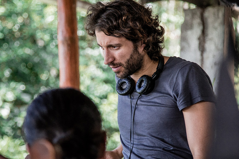 """- W mojej ojczystej Kolumbii wojna trwała 60 lat, a stronami byli partyzanci, dzielący się na kilka mniejszy grup, """"Narcosów"""", wśród których też są frakcje, państwo, wojskowe siły policyjne, a także obce wojska, które dokonywały u nas interwencji. Żyjemy w wiecznie szarej strefie - mówi Kolumbijczyk Alejandro Landes, reżyser i współscenarzysta filmu """"Monos"""", nagrodzonego na Sundance, najważniejszym festiwalu kina niezależnego."""