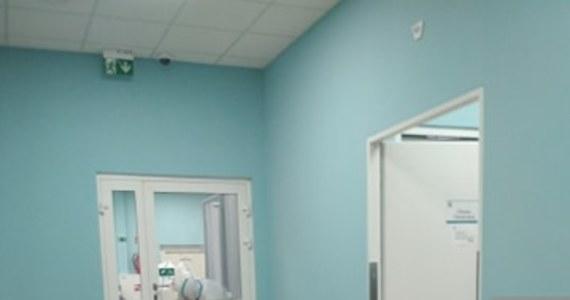 Pacjent, który z podejrzeniem zarażenia koronawirusem trafił dziś do szpitala w Olkuszu, został przetransportowany na oddział zakaźny do Krakowa. Jak poinformowała RMF FM rzeczniczka olkuskiego Nowego Szpitala - transport odbył się z zachowaniem wszystkich środków bezpieczeństwa.