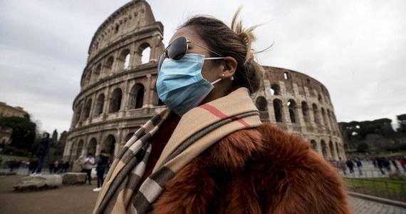 Na rzymskich ulicach pojawili się sprzedawcy maseczek ochronnych, którzy wykorzystują klimat obaw przed koronawirusem i to, że wykupiono je w aptekach. Włoskie media informując o tym czarnym rynku cytują ekspertów wskazujących, że te maseczki są nieprzydatne.