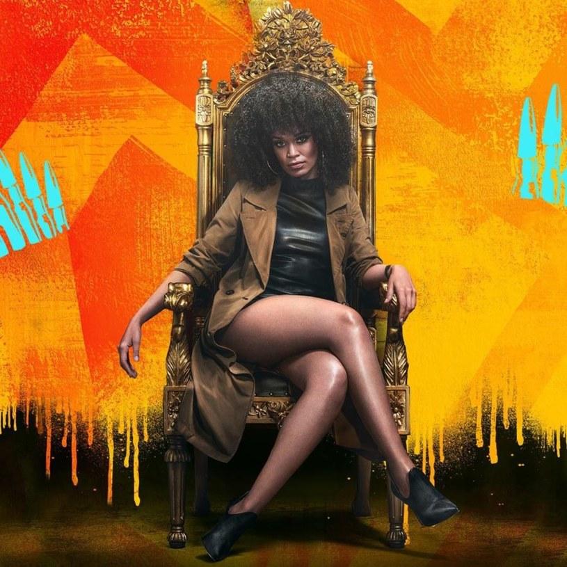 """Serial kryminalny """"Queen Sono"""" to pierwsza oryginalna produkcja Netfliksa, którą nakręcono w Afryce. Znana z serialu """"Quantico"""" Pearl Thusi wcieli się w nim w nieustraszoną agentkę specjalną, żeńską wersję Jacka Bauera z serialu """"24 godziny""""."""