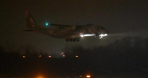 Polacy ewakuowani z chińskiego miasta Wuhan wrócili do kraju. Dwa samoloty, którymi grupa 30 Polaków przyleciała z Francji, wylądowały we Wrocławiu. Pasażerowie trafią teraz oddział zakaźny, gdzie zostaną poddani badaniom na obecność koronowirusa 2019-nCoV i pozostawieni na obserwacji.