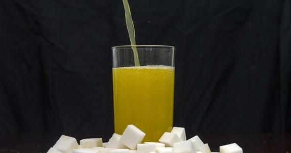 """""""To ustawa antyzdrowotna i antygospodarcza"""" - tak rolnicy, producenci cukru i napojów słodzonych komentują planowane przez rząd wprowadzenie podatku cukrowego od dosładzanych sztucznie napojów."""