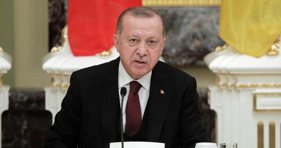 """Rozwój wydarzeń w syryjskiej prowincji Idlib jest """"poza kontrolą"""", w stronę granicy z Turcją z Idlibu zmierza około miliona osób - oświadczył w poniedziałek prezydent Turcji Recep Tayyip Erdogan, który składa wizytę w Kijowie."""