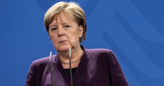 Kanclerz Niemiec Angela Merkel oznajmiła w poniedziałek, że nie wyklucza poparcia dla zmian w traktatach unijnych, gdyby miało to doprowadzić do lepszego funkcjonowania Wspólnoty, po tym gdy wystąpiła z niej Wielka Brytania.
