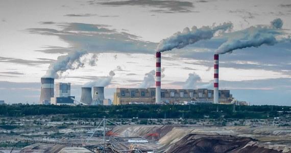 """Ponad 60 proc. Polaków uważa, że nasz kraj powinien zrezygnować z energetyki opartej na węglu, by zmniejszyć emisję gazów cieplarnianych do atmosfery - wynika z sondażu United Surveys dla RMF FM i """"Dziennika Gazety Prawnej""""."""