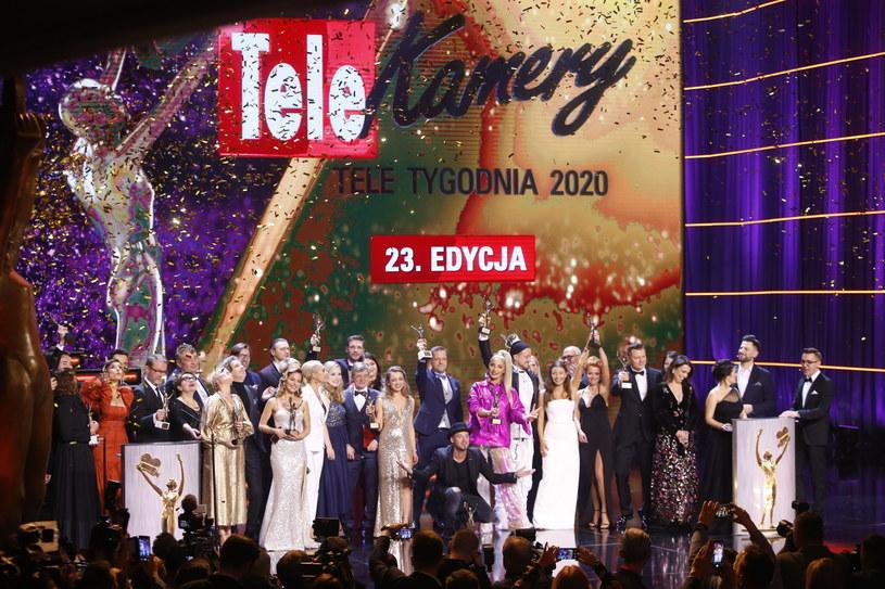 """Kinga Preis i Mikołaj Roznerski to laureaci aktorskich Telekamer """"Tele Tygodnia"""" 2020. Aż w pięciu kategoriach uhonorowano... ubiegłorocznych zwycięzców. Specjalne Telekamery otrzymali Robert Lewandowski (Człowiek Roku) oraz twórcy dokumentalnego filmu """"Tylko nie mów nikomu"""" - Tomasz i Marek Sekielscy (Produkcja Roku)."""