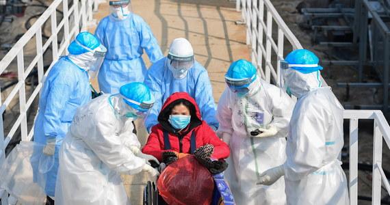Światowa Organizacja Zdrowia (WHO) wystosowała pisma do ministrów zdrowia wszystkich krajów z apelem o natychmiastowe udostępnianie danych w sprawie przypadków zakażenia wirusem z Wuhan - poinformował dyrektor generalny WHO Tedros Ghebreyesus. W kontynentalnych Chinach zarażonych jest już ponad 20 tys. osób, ponad 400 zmarło.
