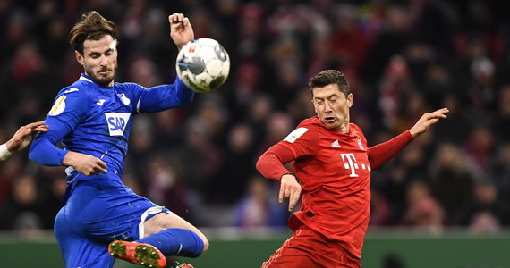 Robert Lewandowski strzelił dwa gole, a Bayern Monachium pokonał Hoffenheim 4:3 w 1/8 finału Pucharu Niemiec. Polski piłkarz w tym sezonie w 29 występach w barwach mistrza Niemiec zdobył 35 goli. Do ćwierćfinału awansował także m.in. Union Berlin z Rafałem Gikiewiczem w bramce.