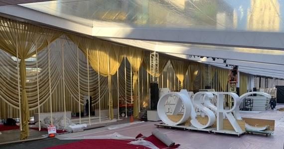 """Ma być bardziej elegancko, a czerwony dywan będzie szerszy niż w poprzednich latach. W Hollywood trwają przygotowania do 92. ceremonii wręczenia najważniejszych filmowych nagród. Oscary rozdane zostaną w nocy z niedzieli na poniedziałek czasu polskiego. W Hollywood są już twórcy filmu """"Boże Ciało"""", który nominowany jest w kategorii najlepszy film międzynarodowy."""
