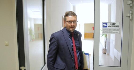 Sędzia Paweł Juszczyszyn, który został zawieszony przez Izbę Dyscyplinarną SN, zapowiedział, że zamierza codziennie przychodzić do sądu. Zaznaczył jednak, że jeśli nadal nie będzie miał żadnych zadań do wykonania, to można zastanawiać się, czy będzie to miało sens.