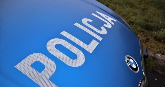 Policja w Ostrowie Wlkp. wszczęła poszukiwania 35-letniego mieszkańca powiatu ostrowskiego, który zaginął w Karpaczu. Cztery dni temu mężczyzna wyszedł z pensjonatu, zostawiając dwoje dzieci w wieku 15 i 9 lat – przekazała w środę rzecznik prasowy ostrowskiej policji Małgorzata Banaś.