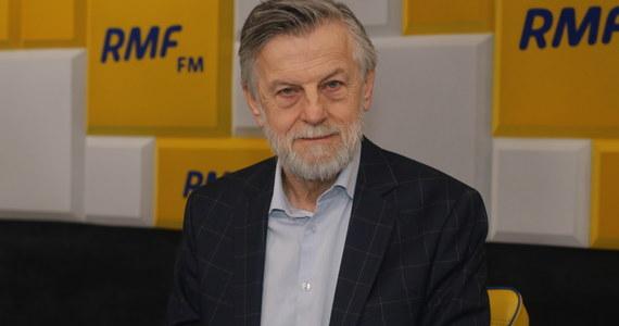 """""""Pamiętam poprzednią kampanię, bardzo późno uwierzyłem w zwycięstwo Andrzeja Dudy. A jego współpracownicy mówili mi, że już w lutym był przekonany, że wygra wybory"""" - mówił w Porannej rozmowie w RMF FM Andrzej Zybertowicz. Doradca prezydenta podkreślał, że prawdopodobnie bez pojawienia się Pawła Kukiza Andrzej Duda nie wygrałby wyborów w 2015 roku. Na pytanie Roberta Mazurka, czy Szymon Hołownia może zostać kolejnym """"Kukizem"""", Zybertowicz odpowiedział, iż Hołownia """"może być najwyżej nowym Ryszardem Petru""""."""
