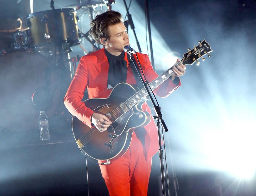 """10 maja 2020 r. w Tauron Arenie Kraków zaśpiewa znany z boysbandu One Direction wokalista Harry Styles. Brytyjczyk będzie promować płytę """"Fine Line""""."""