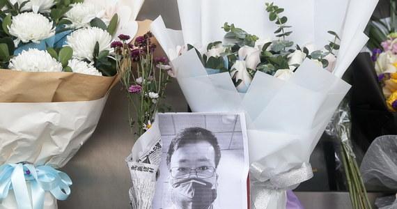 """Chińska państwowa komisja kontroli wyśle inspektorów do miasta Wuhan i przeprowadzi """"pełne dochodzenie"""" w sprawie zmarłego lekarza, który został upomniany przez miejscową policję za próby ostrzegania przed epidemią – ogłoszono w piątek na stronie komisji."""