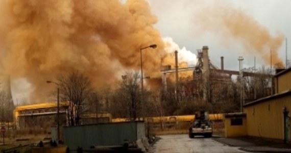 Awaria wielkiego pieca w hucie Arcelor Mittal w Dąbowie Górniczej. Kłęby brązowego dymu unosiły się nad miastem i były widoczne z dużej odległości.