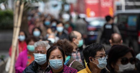 Dotknięta epidemią nowego koronawirusa prowincja Hubei w środkowych Chinach zaczyna stosować mniej restrykcyjną metodę diagnozowania chorych. Ma to umożliwić szybsze odizolowanie chorych od społeczeństwa i poddanie ich leczeniu - poinformowały chińskie media.