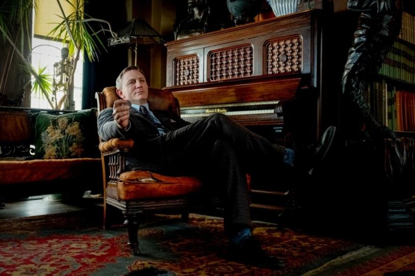 """To była właściwie tylko formalność, ale w szalonym świecie Hollywood nigdy nie można być niczego pewnym. Dlatego oficjalna informacja ucina wszelkie spekulacje i domysły. A brzmi ona tak - powstanie kontynuacja kryminału Riana Johnsona """"Na noże"""". Do roli genialnego detektywa Benoita Blanca powróci Daniel Craig."""