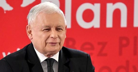 """""""Nie może być mowy o sprawiedliwej Polsce bez właściwie funkcjonującego wymiaru sprawiedliwości"""" – stwierdził w liście do uczestników konwencji Solidarnej Polski lider Prawa i Sprawiedliwości Jarosław Kaczyński. """"Doskonale pamiętamy, że siły głównego nurtu, najpierw tworzące, a potem utrwalające system postkomunistyczny zawsze były zmianom w tej dziedzinie przeciwne"""" – podkreślił. ."""