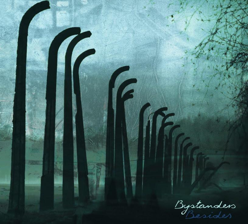 Muzycy z post-rockowego Besides postanowili wziąć się za temat niezwykle trudny - album inspirowany losem więźniów obozu Auschwitz. Chociaż to pozycja niezwykle klimatyczna, to stojące za nią emocje (i historie) potrafią rozdzierać.