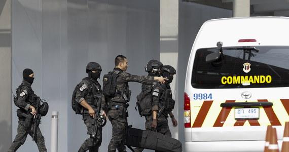 Nie żyje żołnierz, który w centrum handlowym w mieście Nakhon Ratchasima w Tajlandii zabił co najmniej 26 osób. Niemal 60 zostało rannych. Mężczyzna został zastrzelony przez służby. Ukrywał się w podziemiach budynku.