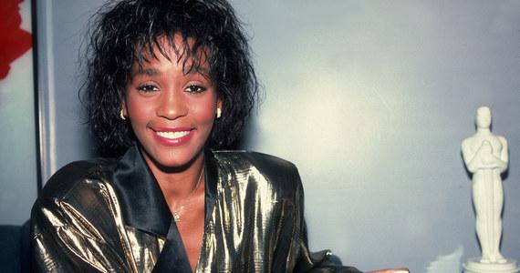 """Whitney Houston: Królowa muzyki pop. """"Jeden z najwspanialszych głosów świata"""" (8. rocznica śmierci) - Muzyka w INTERIA.PL"""