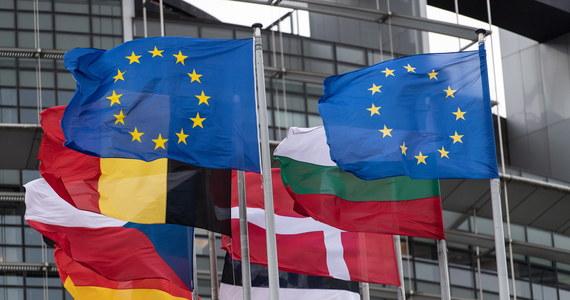 W Parlamencie Europejskim w Strasburgu odbyła się debata na temat stanu praworządności w Polsce. Wniosek o dodanie tego punktu do sesji PE złożyli liberałowie, uzasadniając to podpisaniem przez prezydenta Andrzeja Dudę noweli ustaw rozszerzającej odpowiedzialność dyscyplinarną sędziów w Polsce. Komisarz ds. praworządności powiedziała podczas debaty, że nowa ustawa dyscyplinująca sedziów jest szczegółowo analizowana i że komisja nie zawaha się użyć wszelkich możliwych środków, co jest zapowiedzią, że komisja rozpocznie procedurę o naruszenie prawa. Ta może się zakończyć pozwem do TSUE.