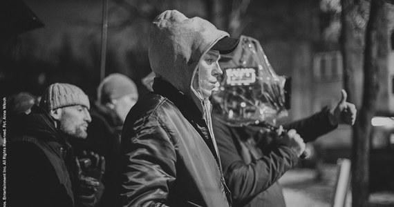 """Zaczęły się zdjęcia na planie filmowej adaptacji """"Innych ludzi"""" Doroty Masłowskiej w reżyserii Aleksandry Terpińskiej. W obsadzie m.in. Sonia Bohosiewicz i Sebastian Fabijański. Premiera jesienią 2020 roku."""