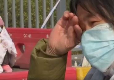 """""""Proszę, przepuście ją"""". Błagalny płacz matki, która z chorą na białaczkę córką utknęła na blokadzie"""