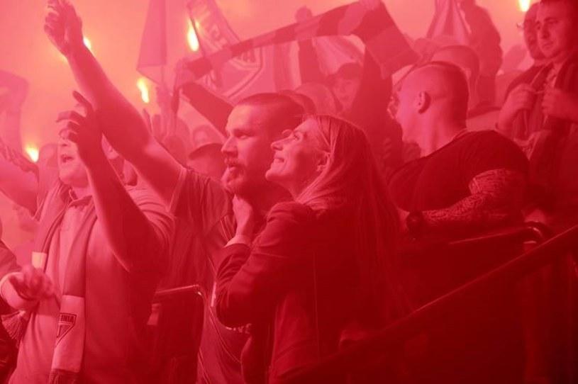 """25 000 statystów, prawdziwe stadiony i wielkie, sportowe emocje. """"Bad Boy"""" - największe wyzwanie w karierze Patryka Vegi i najbardziej spektakularny film o polskiej piłce, w kinach od 21 lutego."""