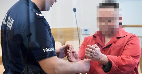 Przed krakowskim sądem - po ok. 20 latach od brutalnego zabójstwa studentki UJ Katarzyny Z. - rozpoczął się proces w sprawie, nazywanej jedną z największych zagadek polskiej kryminalistyki. Oskarżonemu Robertowi J. grozi dożywocie. Doprowadzony z aresztu mężczyzna nie przyznał się do zarzucanych mu czynów i uznał, że jest niewinny.