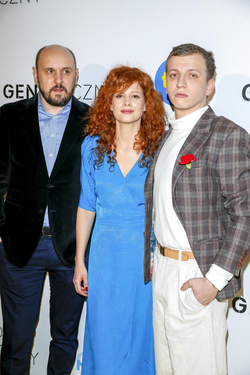 """Nowy serial stacji TVN, """"Kod genetyczny"""", trafi do ramówki 2 marca i będzie emitowany w poniedziałki o godz. 21.30. To historia miłosnego trójkąta między ojcem, synem i dziewczyną ojca."""