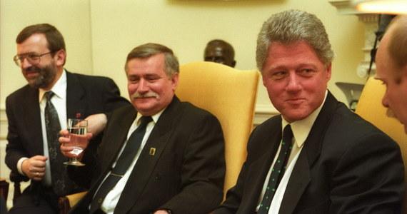"""""""27 lat temu Lech Wałęsa ostrzegał amerykańskich polityków z prezydentem USA na czele, że Rosja może stać się znowu krajem z agresywną wobec sąsiadów polityką zagraniczną. Amerykanie odtajnili właśnie zapis jednej z kluczowych rozmów w historii dyplomacji III RP"""" - informuje Onet. Jak wyjaśnia portal, odtajniona notatka pochodzi z zasobów Centrum Wilsona. To relacja z rozmowy Clintona z Wałęsą w Gabinecie Owalnym, do której doszło 21 kwietnia 1993 r. o godz. 14.00 czasu lokalnego."""