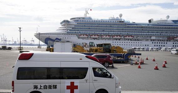 44 nowe przypadki zakażenia koronawirusem stwierdzono na japońskim statku wycieczkowym Diamond Princess. Objęty kwarantanną wycieczkowiec cumuje w pobliżu portu w Jokohamie. Liczba zakażonych na statku wzrosła do 218, wśród pasażerów i członków załogi jest trzech Polaków.