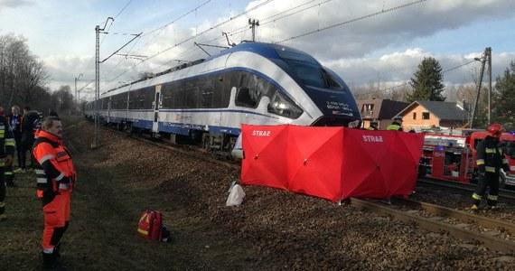 Śmiertelny wypadek na torach w miejscowości Bedoń Przykościelny w Łódzkiem. Zginął kierowca auta osobowego, które na przejeździe kolejowym zderzyło się z pociągiem Intercity relacji Łódź Fabryczna - Warszawa.
