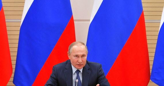 Władimir Putin jako święty obrazek. Ikony z podobizną rosyjskiego prezydenta sprzedawane są na lotnisku Pułkowo - głównym lotnisku Sankt Petersburga.