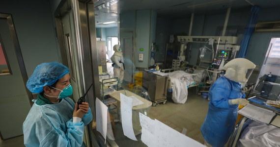 """W Korei Północnej rozstrzelano mężczyznę, który złamał warunki kwarantanny, mającej chronić przed rozprzestrzenianiem się koronawirusa - poinformował na swojej stronie internetowej dziennik """"Daily Mail"""", powołując się na południowokoreańską gazetę """"Dzung-ang ilbo""""."""