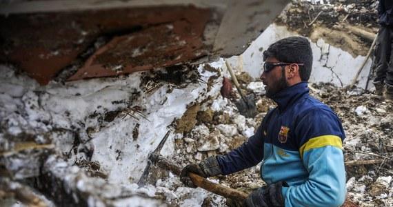 Co najmniej 21 osób zginęło w serii lawin w prowincji Dajkundi w środkowej części Afganistanu. Siedem osób jest zaginionych, a 10 kolejnych jest ranny. Bilans ofiar śmiertelnych może wzrosnąć.