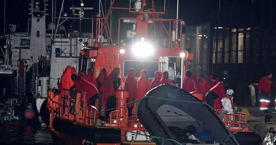 Na morzu na południe od Gran Canarii uratowano 86 migrantów, wśród których było dziecko urodzone w łodzi w trakcie podróży z Afryki do Europy - poinformowały w piątek hiszpańskie służby.