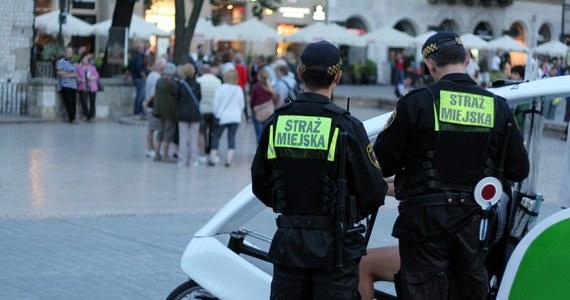 28 osób oskarżonych o wręczanie łapówek strażnikom miejskim w Katowicach. Wszystko to działo się 8 lat temu. Katowicka prokuratura okręgowa skierowała teraz do sądu akt oskarżenia w tej sprawie.