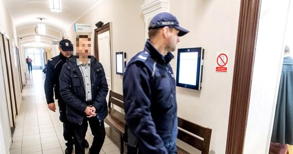 Sąd Okręgowy w Toruniu utrzymał wyrok sądu pierwszej instancji i skazał byłego policjanta z Brodnicy na 2,5 roku więzienia za seksualne nadużycie stosunku zależności. Orzeczenie jest prawomocne.