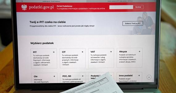 15 lutego rozpoczął się okres rozliczeń e-PIT. Wśród tegorocznych zmian są możliwości złożenia elektronicznego PIT-28 lub PIT-36, obok znanych już z ubiegłego roku formularzy PIT-37 i PIT-38. By rozliczyć się z fiskusem, wystarczy wejść na stronę podatki.gov.pl.